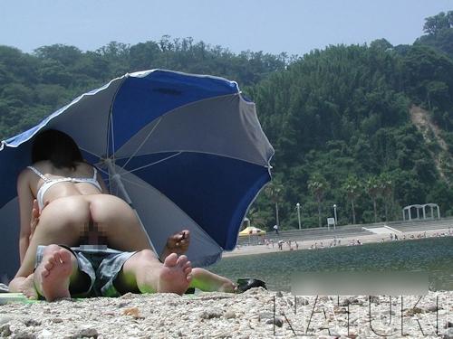 素人女性がビーチで全裸露出&セックスしてる画像 8