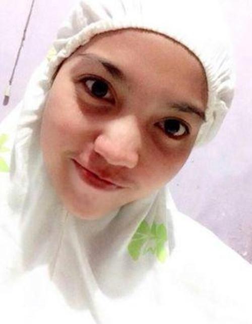 ヒジャブを被った東南アジア素人女性の自分撮りヌード画像 2