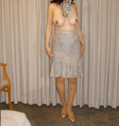 巨乳な熟女をホテルで撮影したヌード画像 2