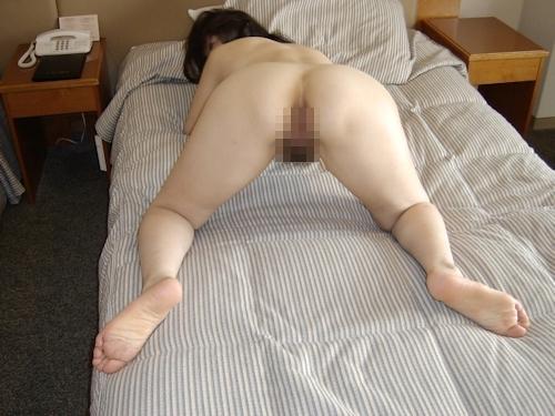 巨乳な熟女をホテルで撮影したヌード画像 9