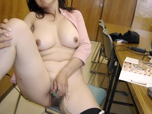 巨乳な熟女をホテルで撮影したヌード画像 10
