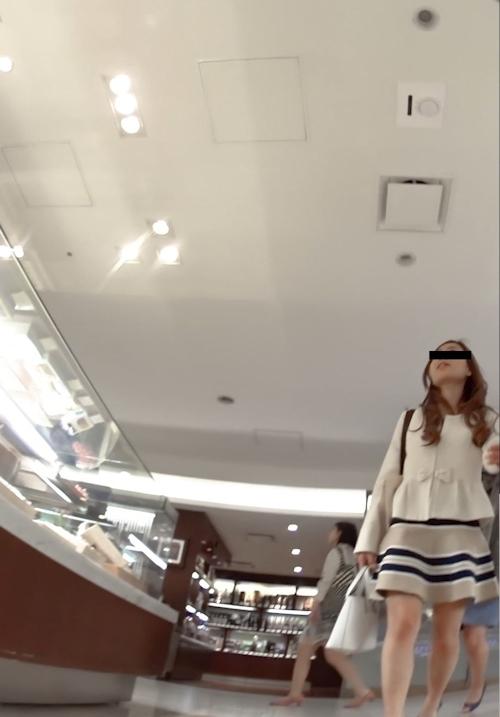 セレブ風素人女性のパンティ盗撮画像 2
