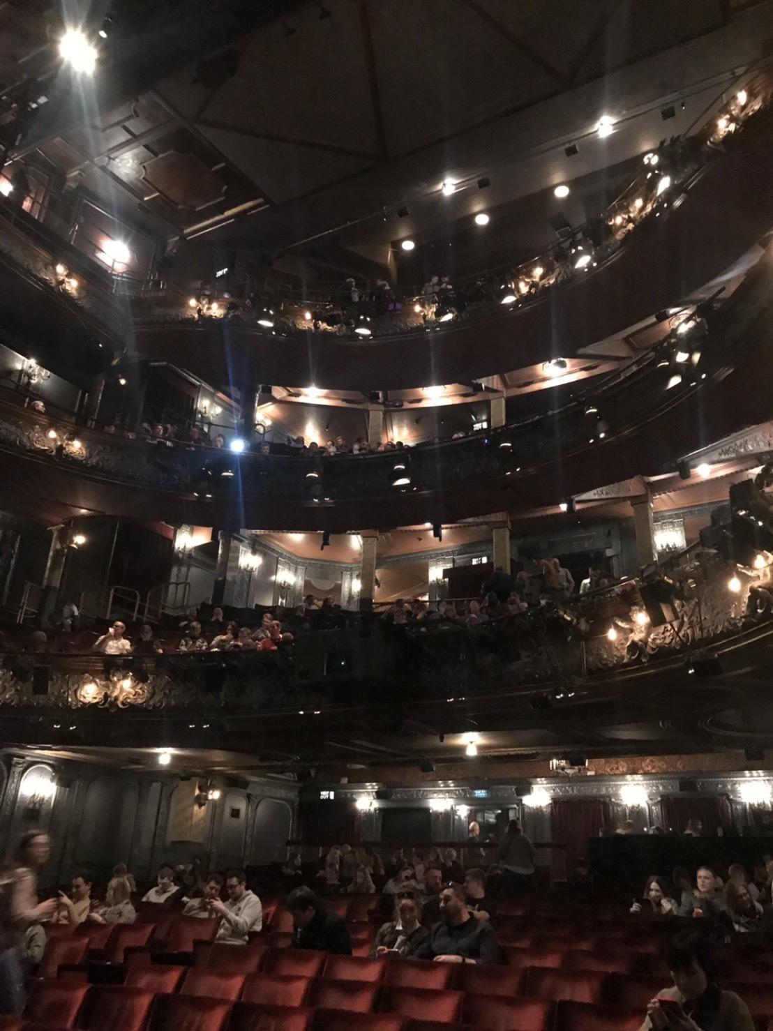 parace theatre seats