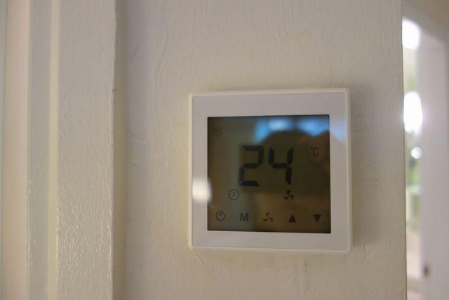 エアコンのリモコン.jpg