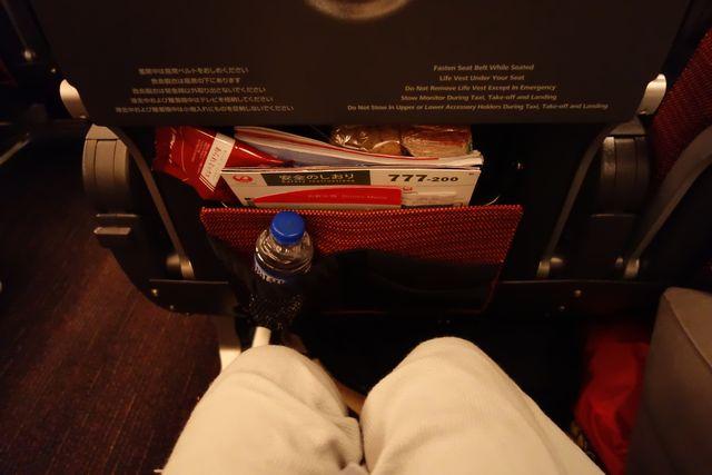 JALエコノミー座席スペース.jpg