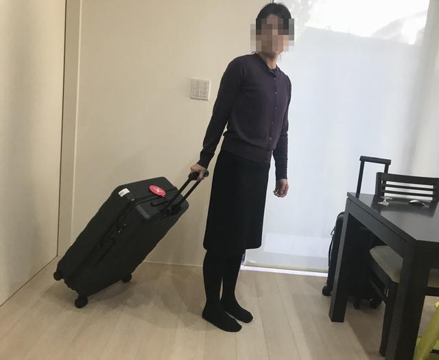 私とスーツケース2.jpg