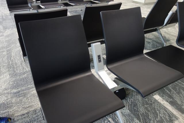 椅子のコンセント.jpg