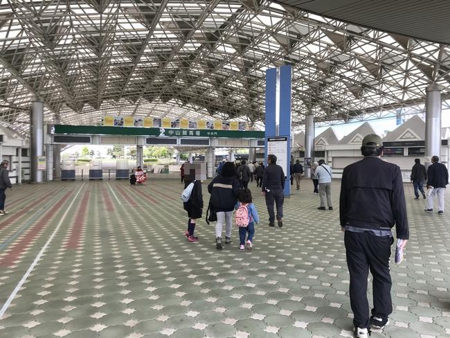 中山競馬場ゲート.jpg