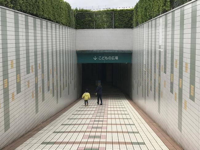 奥の広場への通路.jpg
