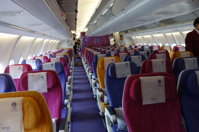 TG643 A330ロエコノミー1.jpg