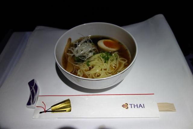 TG643 A330ロイヤルシルク2回目の食事.jpg