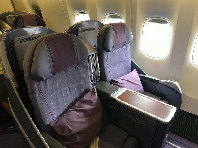 タイ航空 TG215ロイヤルシルククラス座席1.jpg