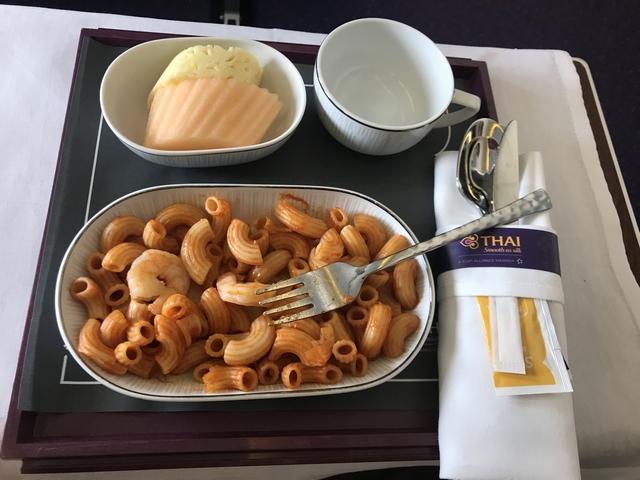 タイ航空 TG215ロイヤルシルククラス食事子供.jpg