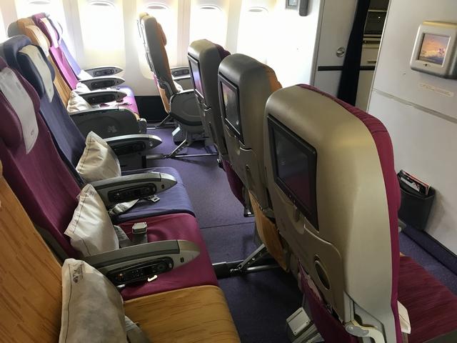 タイ航空 TG215ロエコノミークラス座席2.jpg