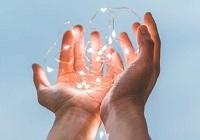 光を持つ手 ミニ
