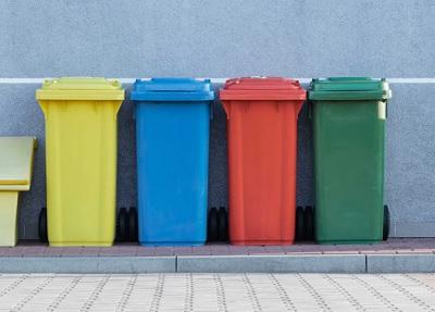 カラフルなゴミ箱