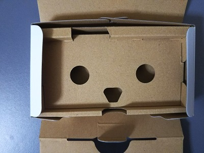 箱の中身が顔みたい