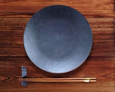 黒い皿 はし