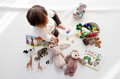 赤ちゃん おもちゃ 遊ぶ