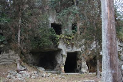 洞窟遺跡群2