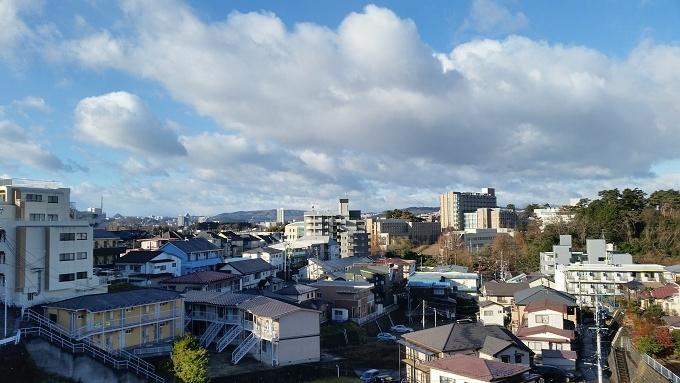 今日の仙台市内(12/14)冷え込みは無いですが風が冷たい朝です