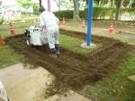 自走砂場清掃篩機すなっぴー、雑草除去