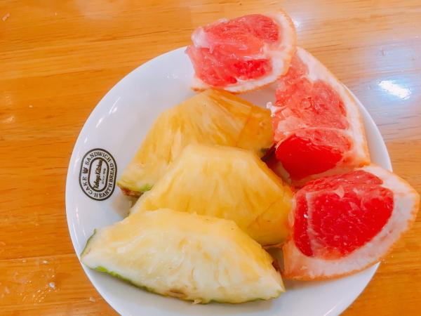 サラダバーフルーツ