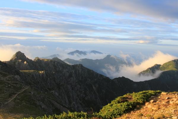 山頂より宝剣岳方面