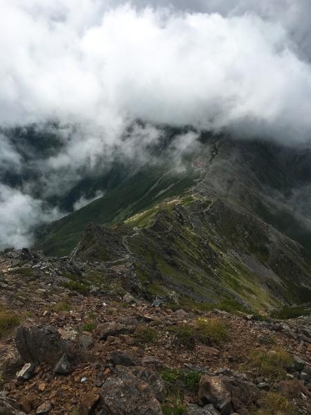北岳山荘 稜線を振り返って