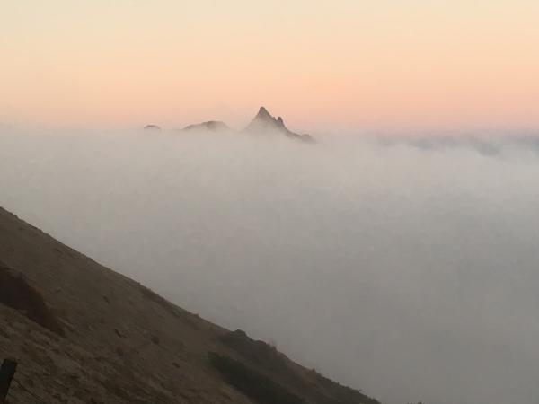 雲海の中のヤリ