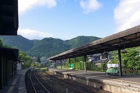 JR九州・久大本線、由布院駅、青空とプラットホーム