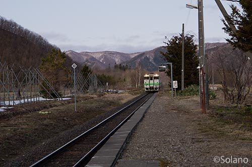 石北本線、上白滝駅に停車する唯一の上り列車が入線