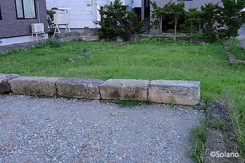 札幌市南区、旧石切山駅近く、札幌軟石を使った駐車場