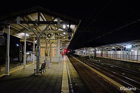 南海電鉄本線、夜の浜寺公園駅プラットホーム