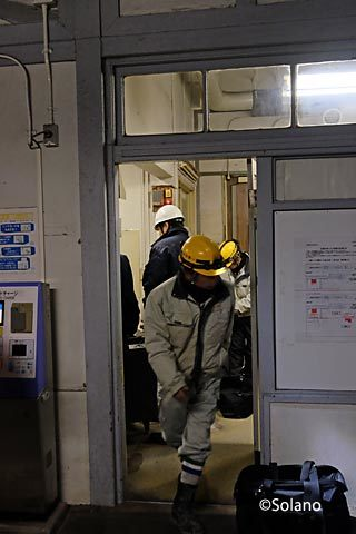 南海本線、浜寺公園駅、駅舎移転前の物の搬出作業