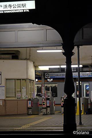 南海電鉄本線・浜寺公園駅、なんば行き最終列車が到着。