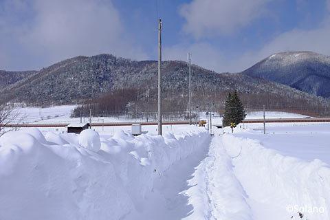 石北本線、雪で一面真っ白な秘境駅・旧白滝駅