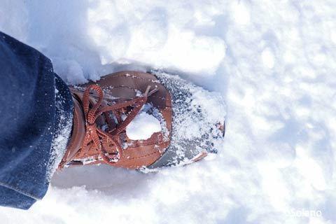 冬の雪中駅間徒歩対策、着脱式のスパイク