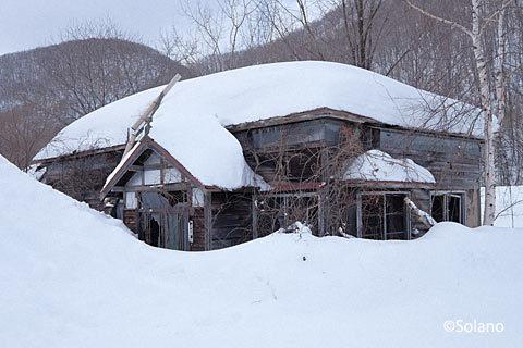 石北本線の秘境駅・下白滝駅、駅前の廃墟