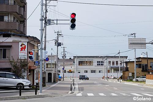 奥羽本線、神町駅旧駅舎と駅前の街並み