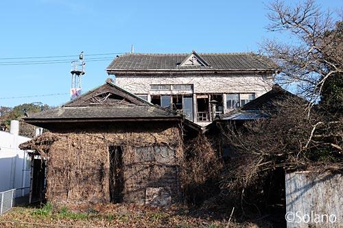 旧厚保郵便局の廃墟、荒れた裏側