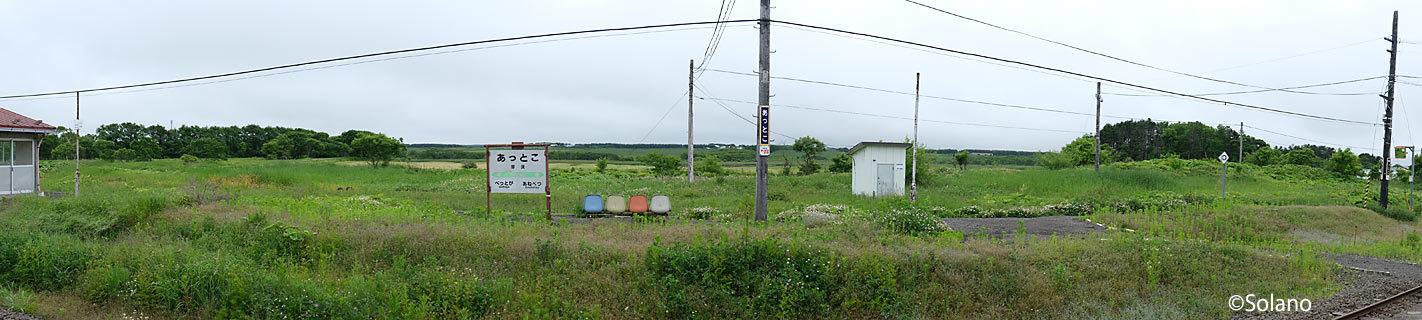 根室本線、厚床駅、廃ホームと荒涼とした原野の絶景