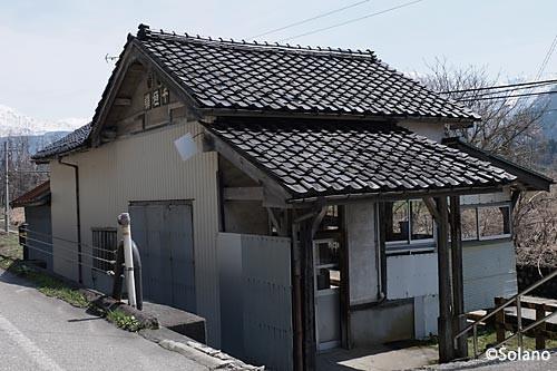 富山地鉄・立山線、千垣駅の木造駅舎