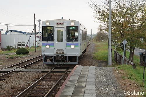 富良野線千代ヶ岡駅に入線する富良野線の普通列車