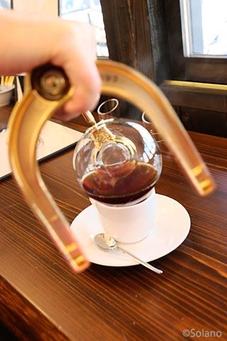 えちぜん鉄道・えち鉄カフェ、サイフォンからつがれるコーヒー