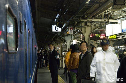 ラストラン・フルートレイン富士・はやぶさ、深夜の京都駅に停車