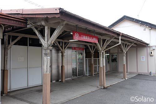 JR武豊線・半田駅の木造駅舎、屋外の改札口跡