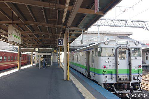 JR北海道・室蘭本線・東室蘭駅、キハ40と711系電車
