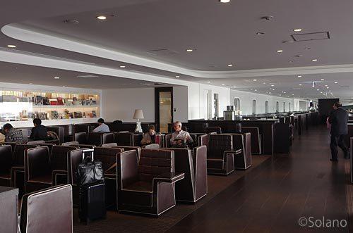 JAL東京羽田空港、ダイヤモンドプレミアラウンジ室内