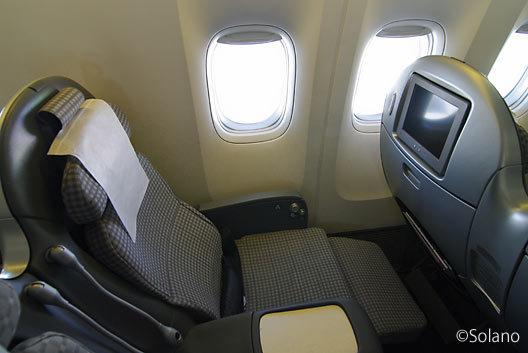 JAL・B777、プレミアムエコノミークラスシート